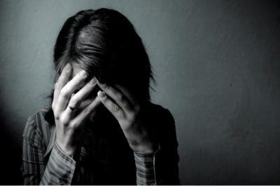 TANPA DISADARI ADA BEBERAPA KEBIASAAN YANG MENGAKIBATKAN SESEORANG DEPRESI